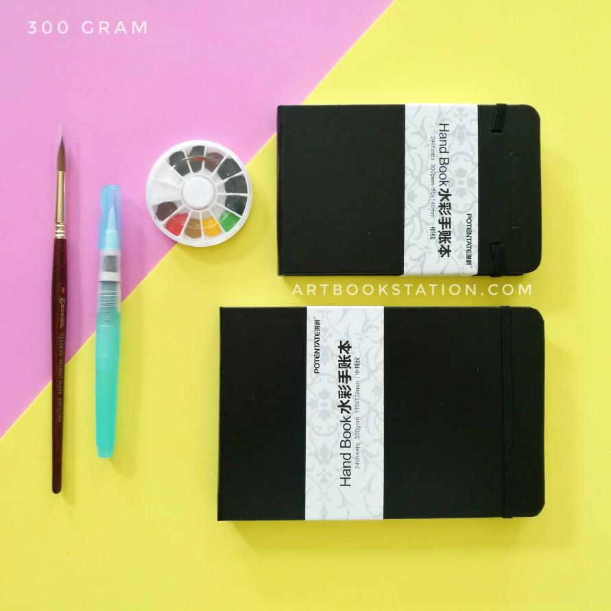สมุด Sketch Book สีน้ำ 300 แกรมจากแบรนด์ POTENTATE เป็นแบรนที่เป็นนิยม ผลิตกระดาษเกรดดีมีคุณภาพ จากประเทศจีนนะคะ กระดาษดีม๊ากๆ ค่ะ หนามากๆถึง 300 แกรม Sketch แบบโบกน้ำ เปียกบนเปียกได้อย่างสบายใจ เนื้อกระดาษอย่างดีอุ้มน้ำได้ เก็บรายละเอียดได้ *** Content นี้เขียนเองโดย Admin Artbookstation ***   กระดาษหนา 300 แกรม   จำนวน 24 แผ่น 48 หน้า   ประเภทกระดาษ เรียบ-กึ่งหยาบ ค่อนไปทางเรียบค่ะ เนื้อสวยเลยค่ะ มี 2 ขนาดให้เลือก:   ขนาดเล่มเล็ก 90 * 140 mm ประมาณ Passport หรือ Postcard ใหญ่กว่าฝ่ามือผู้หญิงนิดหน่อย   ขนาดเล่มA5 110 * 172 mm ขนาดมาตรฐานนัก Sketch ⏩ กระดาษทุกแผ่นมีรอยปรุ เมื่อวาดรูปเสร็จ สามารถฉีก หรือตัด เพื่อนำไปใส่กรอบหรือส่งเป็นโปสการ์ดได้ เพื่อบันทึกความทรงจำดีๆ ⏩ กระดาษ Cotton ปราศจากกรด Acid free, ลงสีไม่ดร๊อป ไม่ซีด งานเกรดดีค่ะ ⏩ กระดาษหนารองรับการลงสีน้ำ แบบชุ่มๆได้ ทั้ง 2 หน้า เนื่องจากหนาถึง 300 แกรม ⏩ ปกเป็นหนังเทียมมี Texture ไม่น่าเบื่อ ลายเรียบหรู ⏩ มีสายรัดเล่ม เป็นยางยืด ⏩ ปกหลังเป็น Folder มีช่องใส่บัตร ใส่ของบางๆ ⏩ เล่มเย็บกี่ เย็บด้วยด้าย ตัวเล่มกางได้ 180 องศา เพิ่มพื้นที่ให้การ Sketch ภาพ Landscape ได้กว้างสบาย ⏩ เล่มเปิดแบบแนวนอน พกพาสะดวก ขนาดกระทัดรัด #sketchbook #sketching #สีน้ำ #สมุดบันทึก #สมุดสเก็ตท์ภาพ #สมุดวาดเขียน #วาดรูป #ระบายสี #ศิลปะ #art #artbook #book #สมุดวาดรูป #สมุดวาดเขียน #drawing #watercolor #painting #sketch