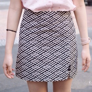Review Skirt : Biscuits (striped black&white)