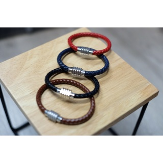 Knot leather bracelet