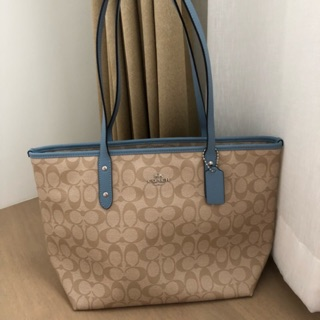 Review Coach zip tote - pool
