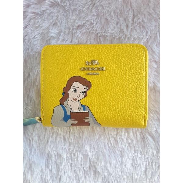 กระเป๋าสตางค์coach desny ใบสั้นรุ่นเจ้าหญิงแบบซิปรอบขนาด 14x11cm งานเกรดAสุดแสนจะน่ารักพร้อมส่งเหลือใบเดียวสีเหลืองนะค่ะ