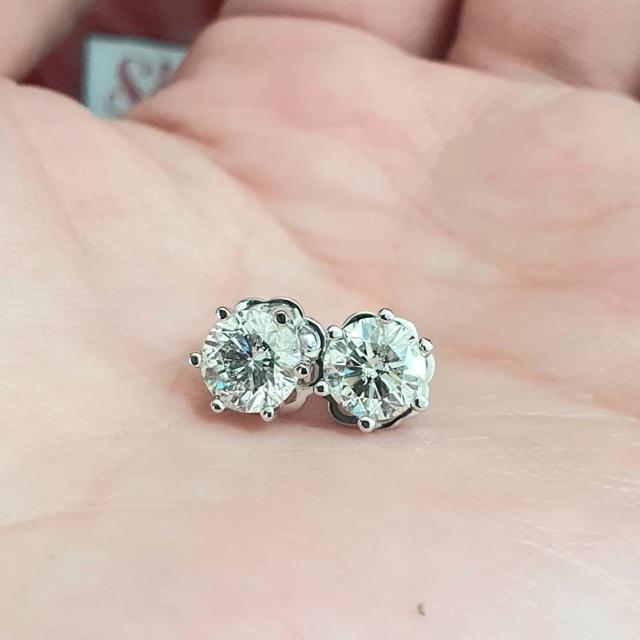 ต่างหูเพชรแท้1.40กะรัตราคาส่งตัวเรือนทองคำขาว18เค