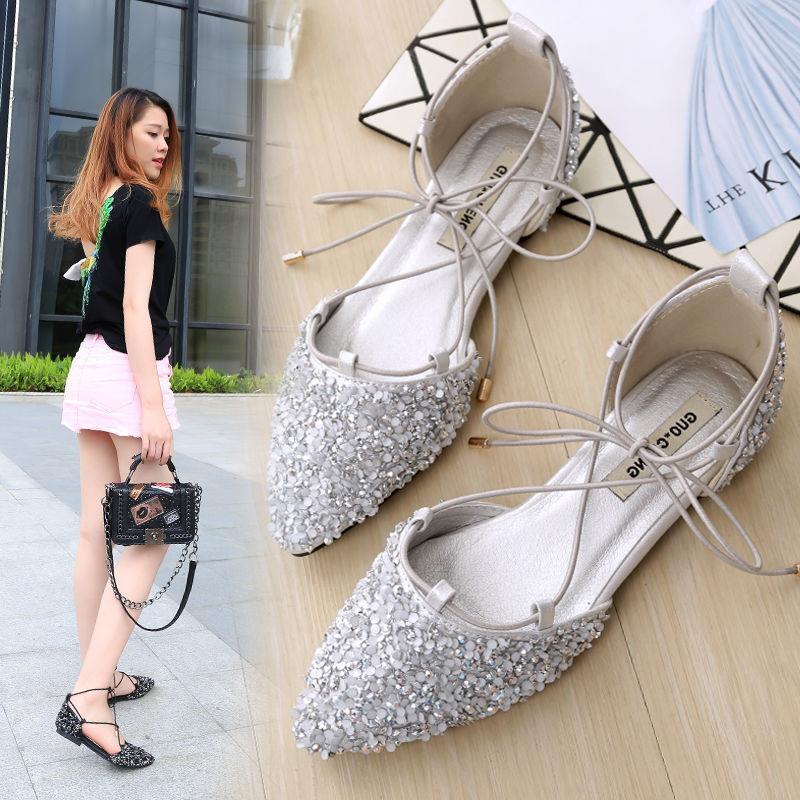 รองเท้าคัชชูหัวแหลมผู้หญิงประดับด้วยหินขัด