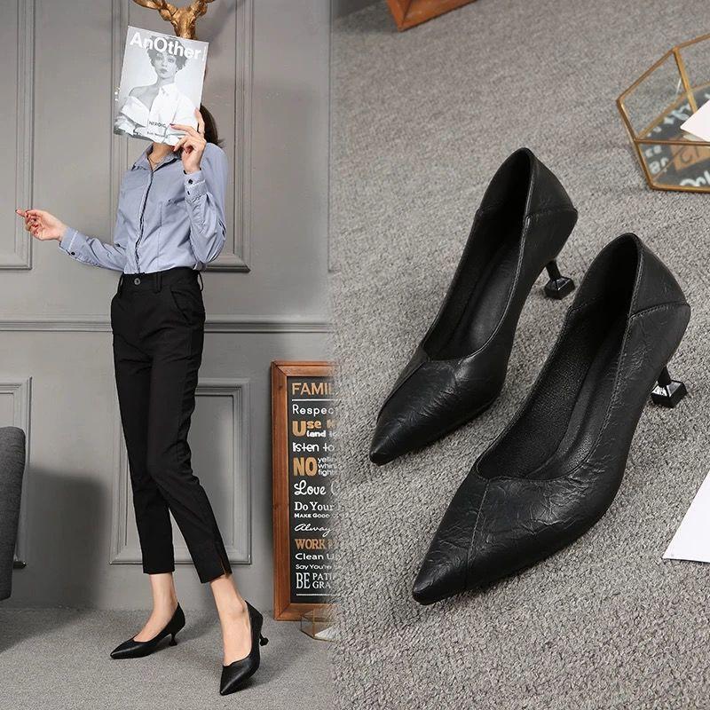 👧 ในสต็อก 👧รองเท้า  รองเท้าผู้หญิง รองเท้าคัชชู แฟชั่นหัวแหลม ส้นสูง  34-40