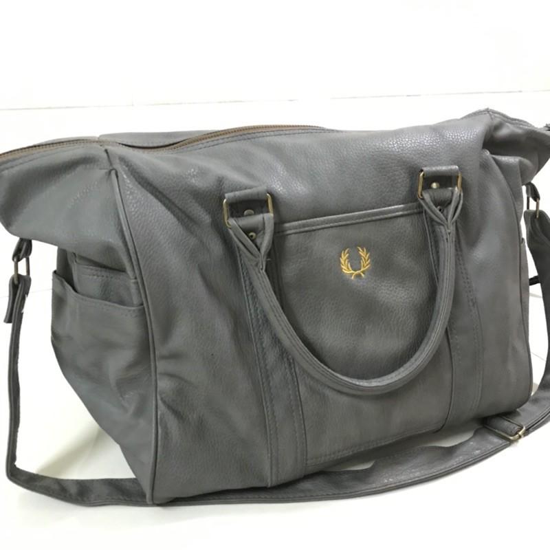 กระเป๋าเดินทางแบบถือ แฟชั่น กระเป๋าหนัง #มือสอง