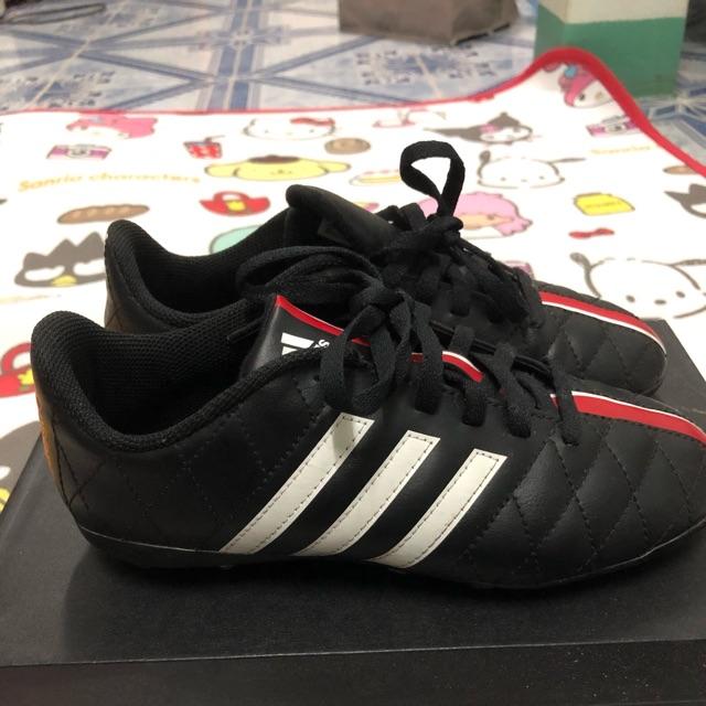 รองเท้าฟุตบอลเด็กมือสอง