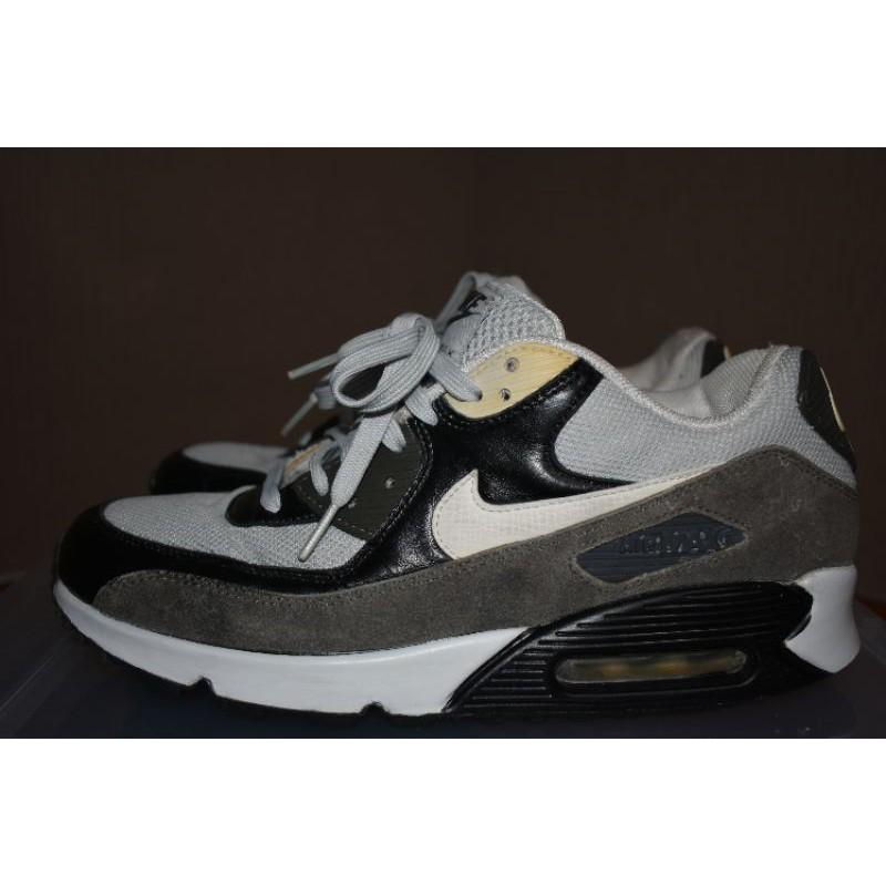 12.Nike air max 90s.