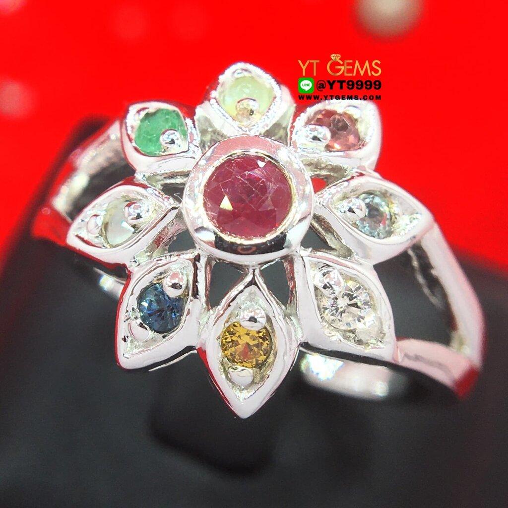 แหวนนพเก้าแท้ แหวนดอกไม้ แหวนเงินแท้ 92.5% ชุบทองคำขาว ประดับ พลอยนพเก้าแท้ (พลอยแท้ครบตามตำรา) หน้าแหวน 1.5 ซม. YTG-...