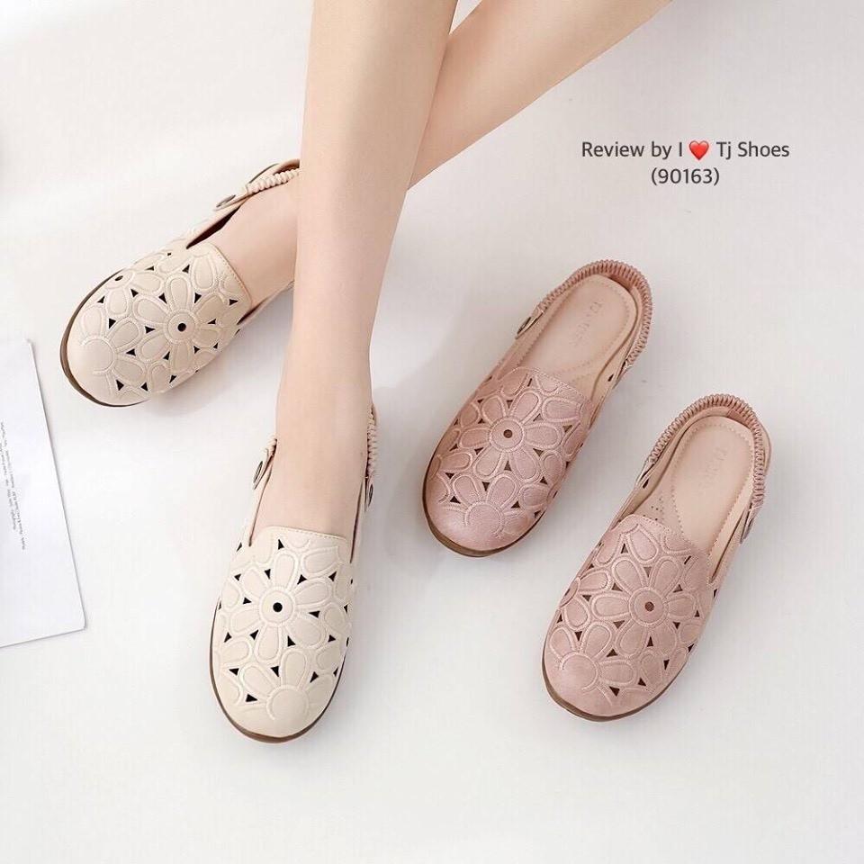 รองเท้าคัชชูรัดส้น ฉลุลายน่ารักๆ มีรูระบายอากาศใส่แล้วเท้าไม่อับ สายยางยืดปรับขึ้นลงได้ ใส่ได้ 2 แบบ