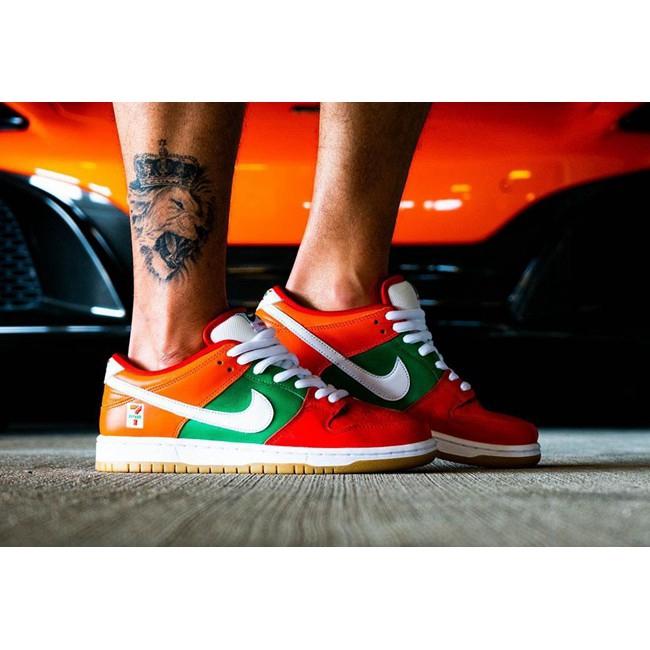 พร้อมกล่อง Available! 7-11 x Nike SB Dunk Low couple casual sneakers รองเท้าวิ่งผู้ชาย รองเท้าลำลอง
