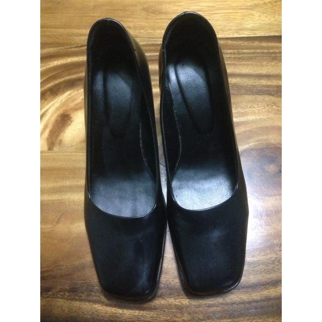 รองเท้าคัชชูสีดำสุภาพ
