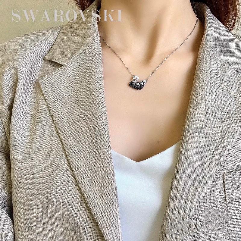 Swarovski/สร้อยคอ Swarovski หญิงไล่ระดับสีดำและสีขาวหงส์คริสตัลกระดูกไหปลาร้าโซ่ของขวัญวันวาเลนไทน์