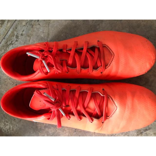 รองเท้าฟุตบอลมือสอง แท้ 100% สภาพ 70%