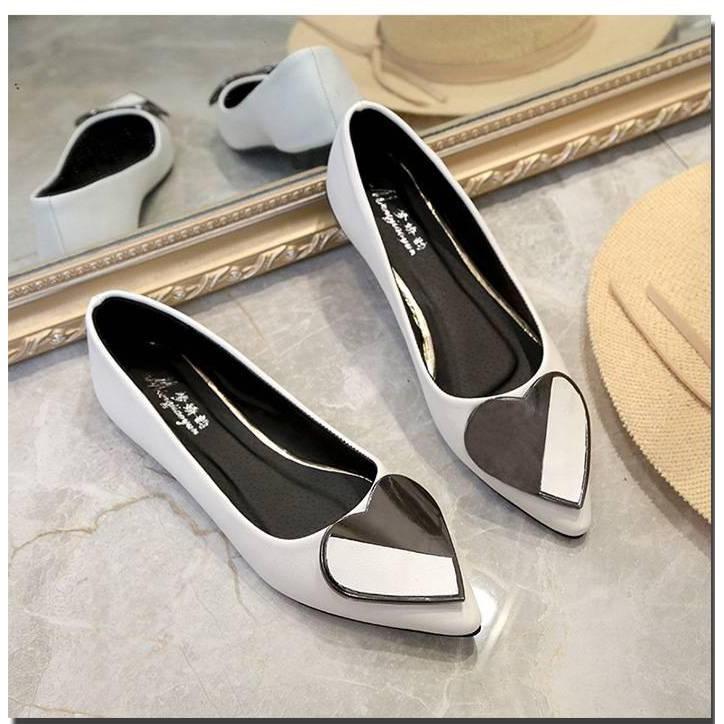 รองเท้าแบน หัวแหลมรูปหัวใจ รองเท้าผู้หญิงรองเท้ารองเท้าคัชชู ( มี 4 สี  ฟ้า / ชมพู / ขาว / ดำ ) รองเท้าผู้หญิง รองเท้าส้