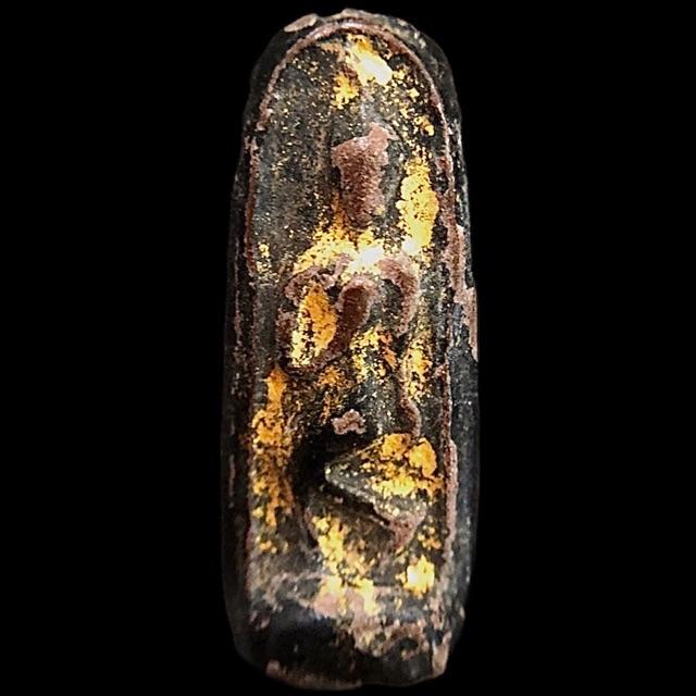 #พระลีลาเนื้อดิน ลงรักปิดทองเก่าๆ เนื้อพระแกร่งตามอายุพระ เชิญพิจารณาตามภาพ ราคาพิเศษ