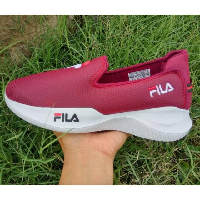 รองเท้าผ้าใบ Fila เหมาะกับการวิ่ง