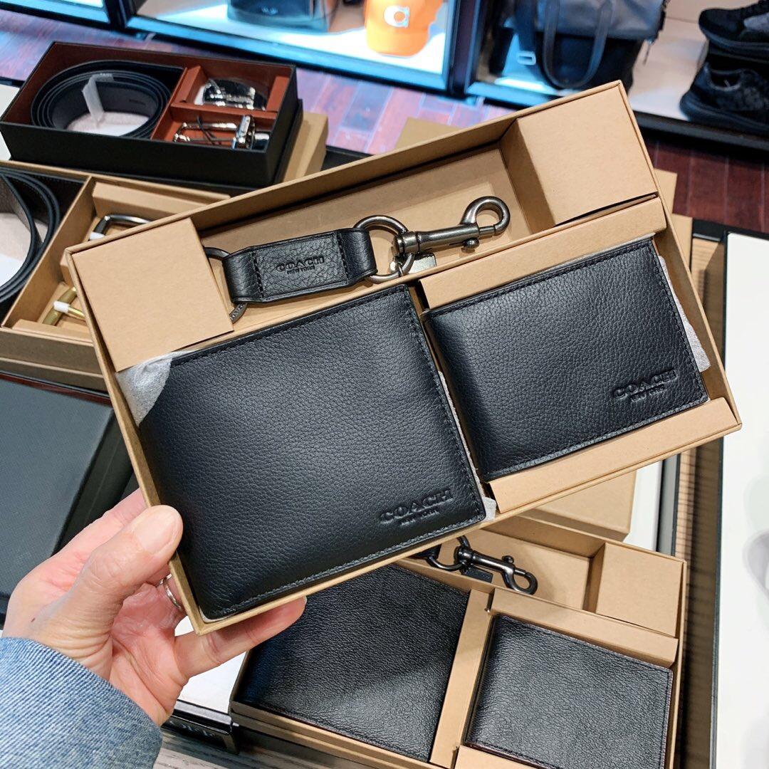 ◔゠กระเป๋าสตางค์สั้นในประเทศอเมริกัน COACH กระเป๋าสตางค์ใบสั้นผู้ชายกระเป๋าใส่บัตรพวงกุญแจกล่องของขวัญ f41346