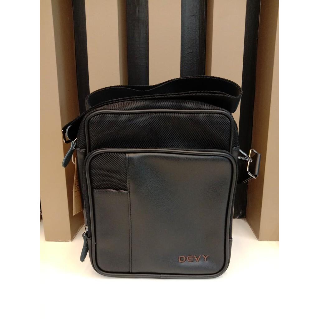 กระเป๋าสะพายข้างทรงตั้ง DEVY สีดำ