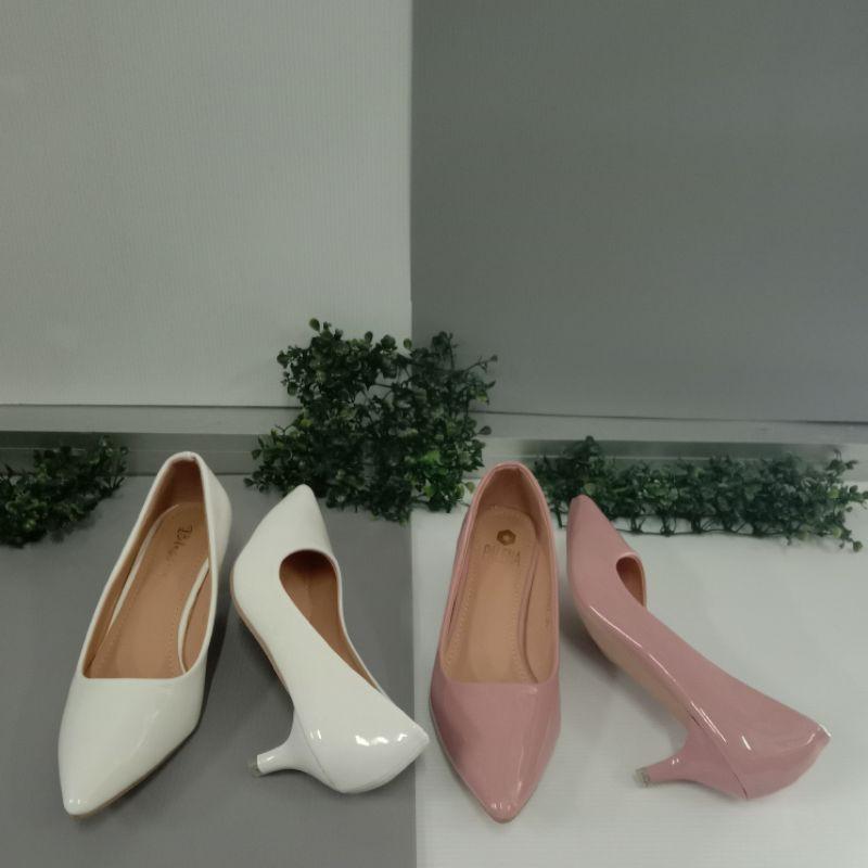 รองเท้าคัชชูส์หัวแหลมส้นสูง 2 นิ้ว สีขาว สีชมพู