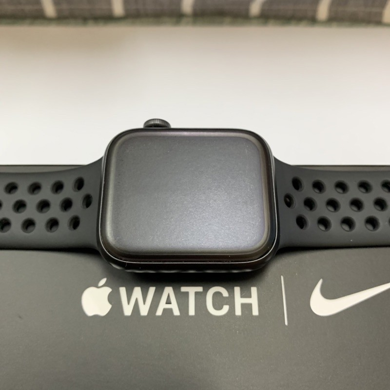 apple watch series 5 44mm gps + cellular nike