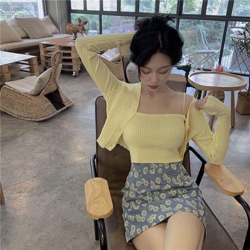 Vogue? พร้อมส่ง?เสื้อไหมพรม 2 ชิ้น ร่องใหญ่ เสื้อคลุม+สายเดี่ยว อันยองมาก?? ( 7195-2 )