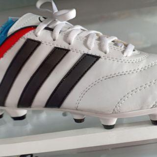 รองเท้าสตั๊ด39-43ตัวขาวพื้นขาวขลิบดำแดง