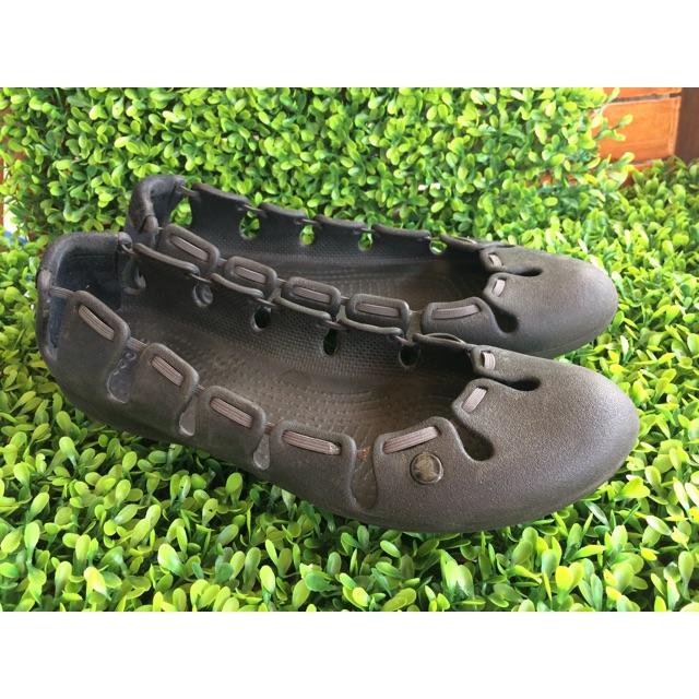 มือสอง รองเท้า crocs แท้ รองเท้าลำลองใส่สบายมากๆ ไซส์ w8