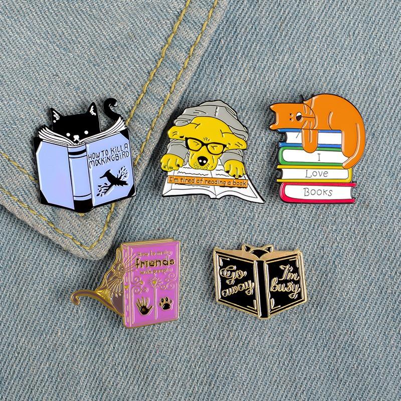 เข็มกลัดหนังสือการ์ตูนน่ารักของนักเรียน I LOVE BOOKS cat reading book badge puppy reading book brooch