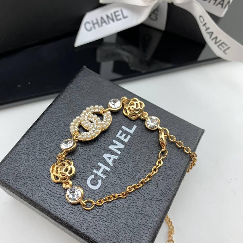 เครื่องประดับ แบรนด์เนม Bracelet แฟชั่นผู้หญิง Camellia ชาแนล Cc Logo สร้อยข้อมือชาแนล Chanel Gold Crystal And Pearl