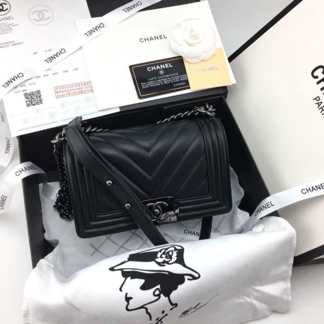 จุด】 Chanel boy mini bag.