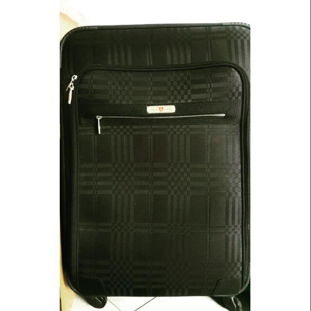 กระเป๋าเดินทางขนาด 28 นิ้ว