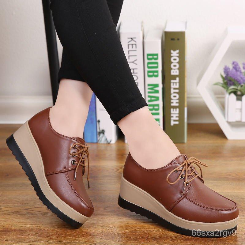รองเท้าคัชชูส้นเตารีด หนาด้านล่างเพิ่มขึ้นรองเท้าผู้หญิงเวอร์ชั่นเกาหลีของรองเท้าส้นสูงรองเท้าผู้หญิงรองเท้าลำลองบวกกำมะ