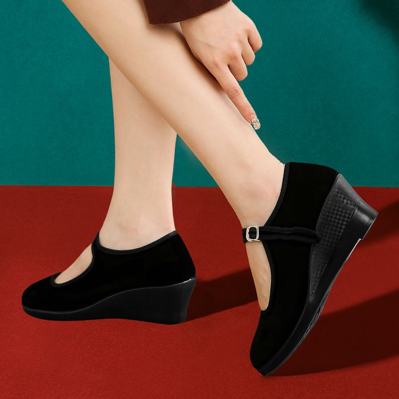 ร้องเท้า รองเท้าผู้หญิง รองเท้าคัชชู ♧Old Beijing ผ้ารองเท้าเวดจ์สีดำของผู้หญิงและมารยาทสถานีสดแห้งโดยไม่เหนื่อยเท้าลื่น