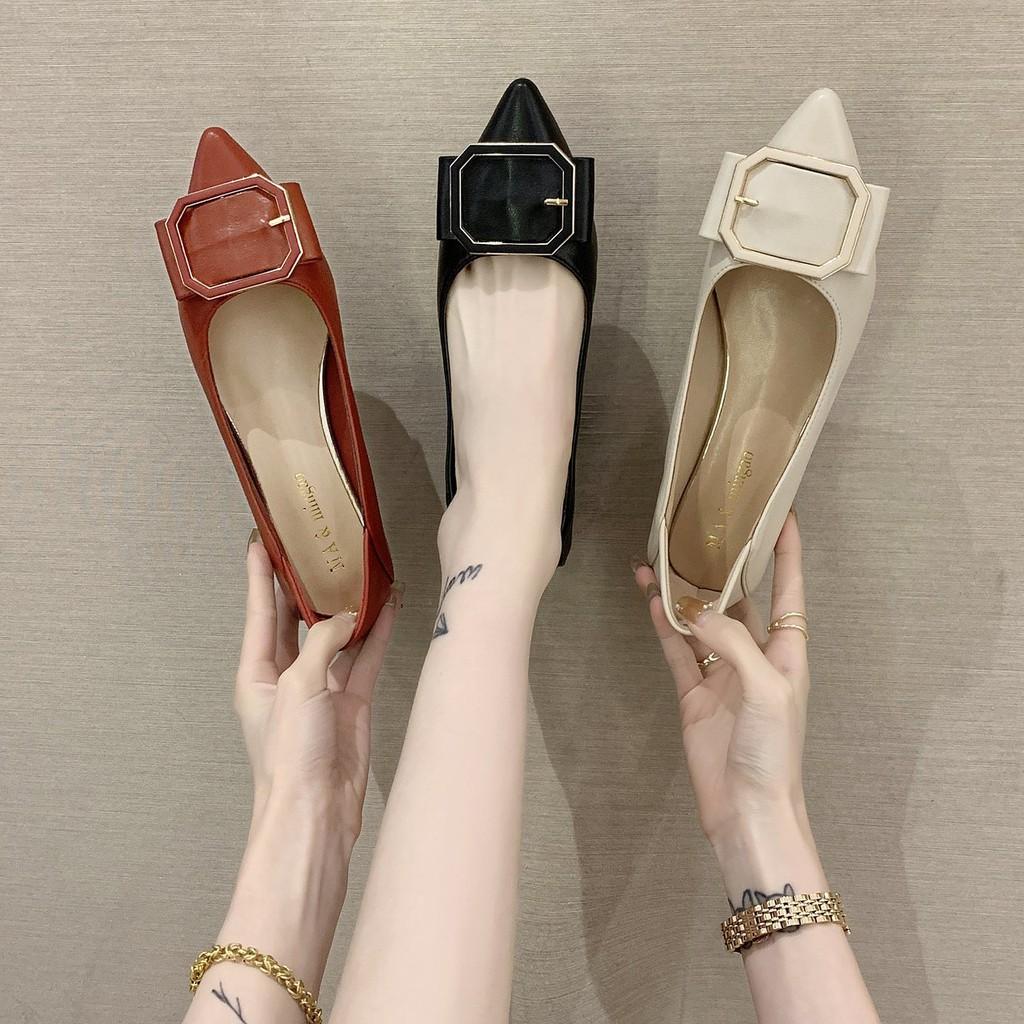 รองเท้าคัชชูหัวแหลมผู้หญิงทุกคู่