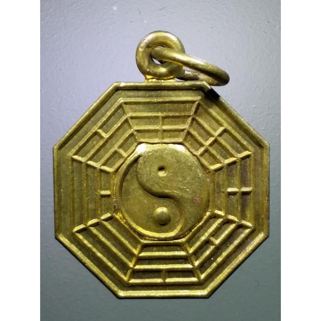 SP 029 จี้ห้อย โป๊ยข่วย เนื้อทองฝาบาตร หลวงปู่บุญ วัดวิเศษชัยชาญ จังหวัดอ่างทอง  ตอกโค๊ตด้านหลัง งานเก่า ของสะสม