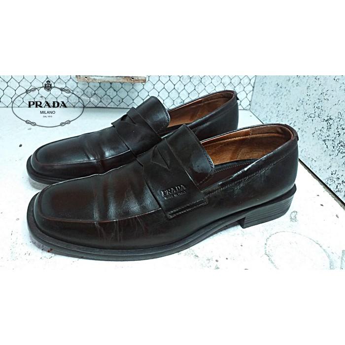 Prada รองเท้าคัชชู Italy
