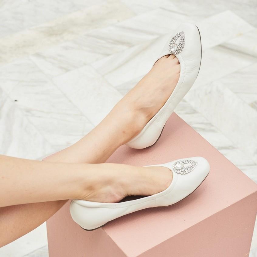 Fiftysix พร้อมส่ง รองเท้าหนังแกะ รองเท้าส้นเตี้ยหนังแกะ รองเท้าคัชชู รองเท้าใส่ทำงาน รองเท้าแฟชั่น รุ่น Nora White
