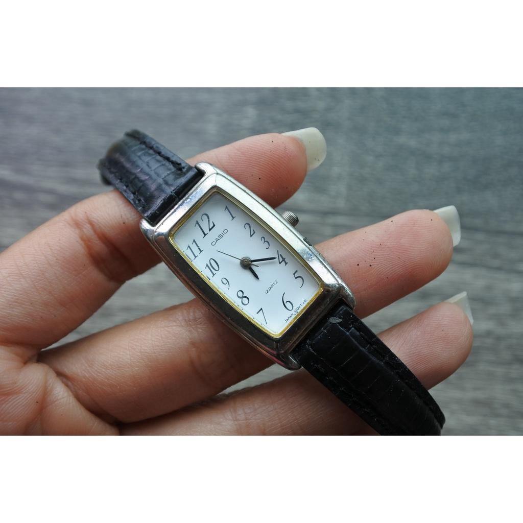 นาฬิกาแท้ มือสองญี่ปุ่น Casio  ผู้หญิง สายหนัง ตัวเรือนสแตนเลส หน้าปัดเหลี่ยมสีขาว  ระบบ Quartz Japan move