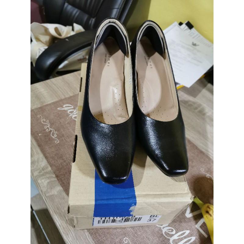 รองเท้าคัชชูสีดำ Thames size 37 cm