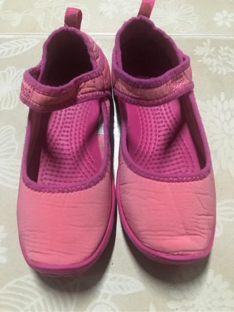 รองเท้าลำลอง ยี่ห้อ Crocs แท้มืองสอง ของเด็ก
