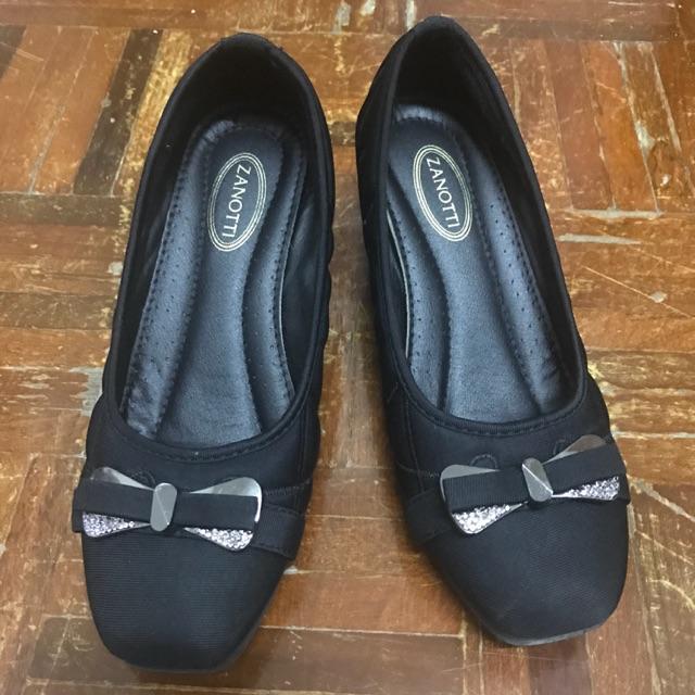 รองเท้าคัชชู สีดำ 38