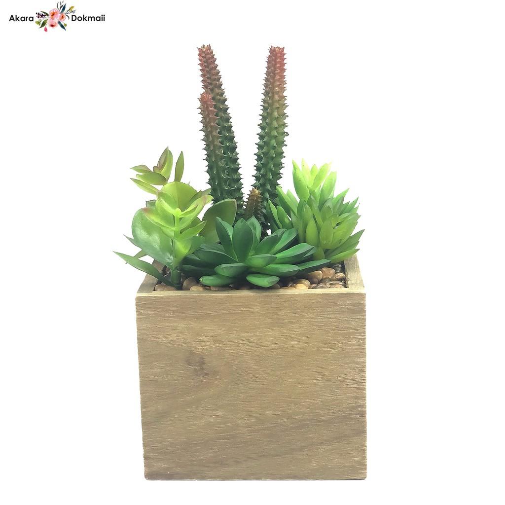 ต้นไม้ประดิษฐ์ กุหลาบหิน พืชอวบน้ำปลอม จัดในกระถางไม้สี่เหลี่ยม สำหรับวางประดับตกแต่ง