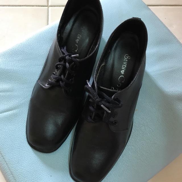 รองเท้าคัชชูสีดำเบอร์ 4