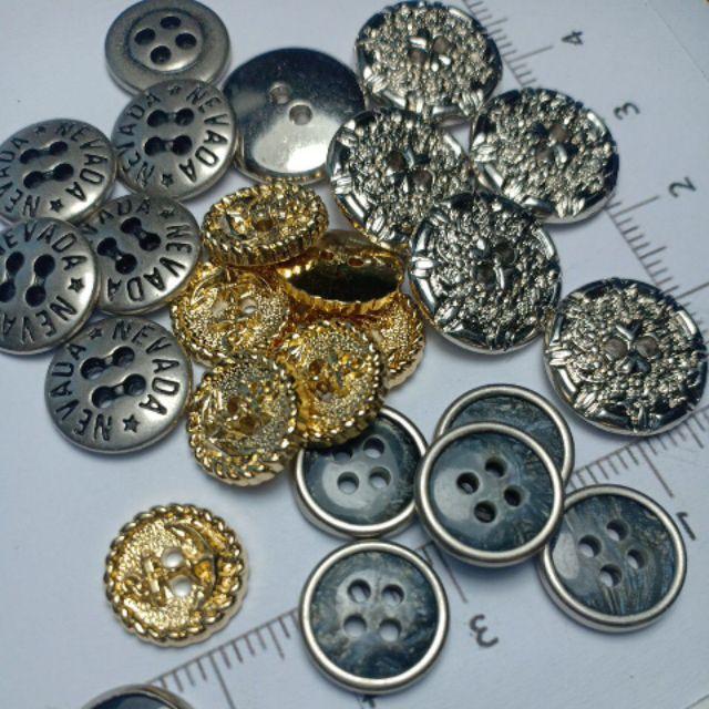 กระดุมเงิน กระดุมทอง แบบ4รู  คละลาย เลือกได้ ราคาต่อชิ้น