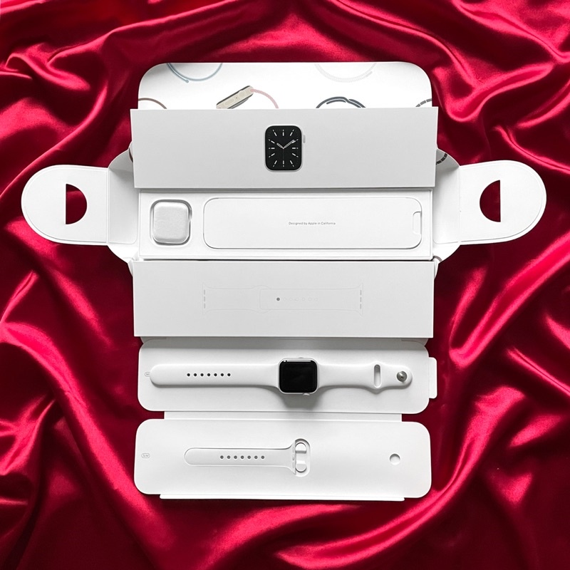 Apple Watch Series 6 GPS 40mm Silver Aluminum Case / White Sport Band (มือสอง)