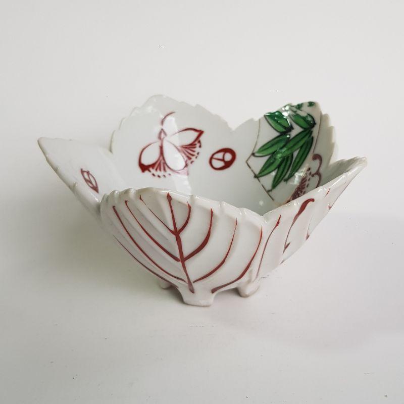 มือสอง กระถางแคคตัส แก้วชาเซรามิก ทรงกลีบดอกไม้บาน สีขาวขอบแดง นำเข้าจากญี่ปุ่น  กว้าง 10 cm ลึก 5 cm กระถางไม้อวบน้ำ
