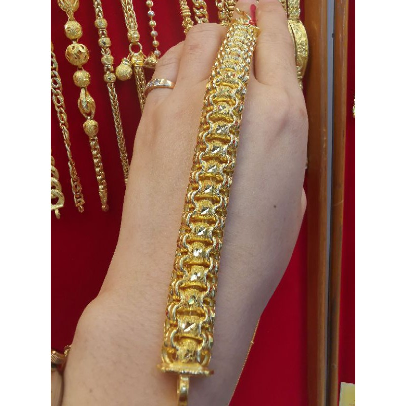 สร้อยมือทองแท้ 96.5%  น้ำหนัก 3 บาท ยาว 17cm ราคา  83,600บาท