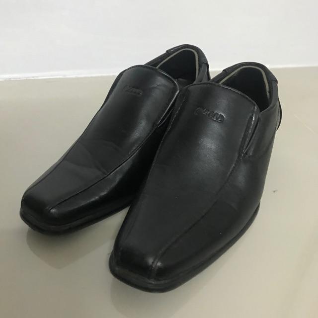 รองเท้าคัชชูเด็กผู้ชาย อุดมเอก สีดำ มือสอง สภาพเหมือนใหม่