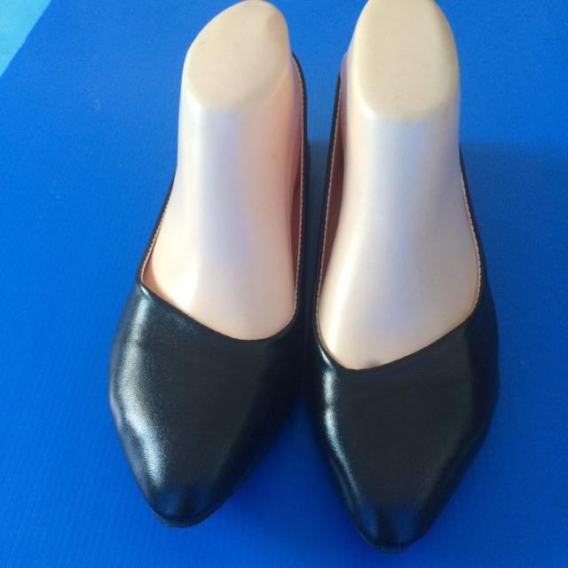 รองเท้า คัชชู สีดำ