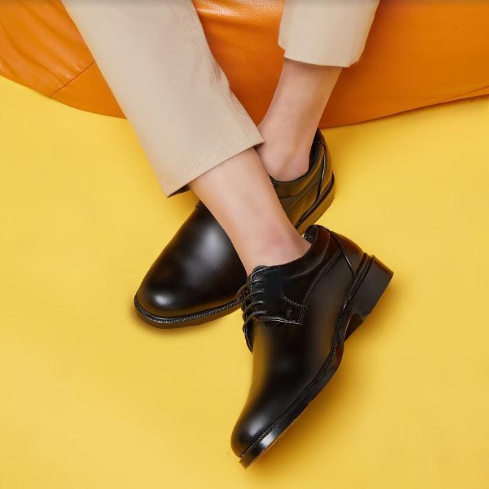❂✷✢<<<<ฟรีค่าจัดส่ง>>>> Kim&Co. รองเท้าหนัง รองเท้าคัชชู ผู้ชายสีดำ แบบผูกเชือก รุ่น K007